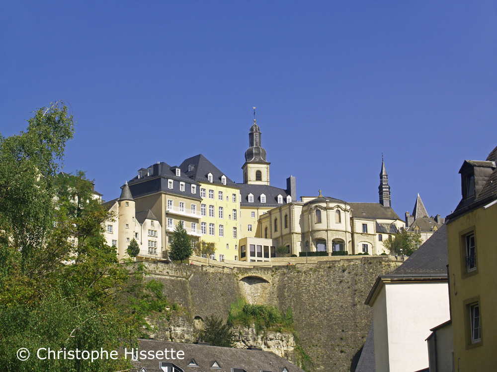 Chemin de la Corniche with a view of Saint Michael's Church (UNESCO World Heritage), Luxembourg City