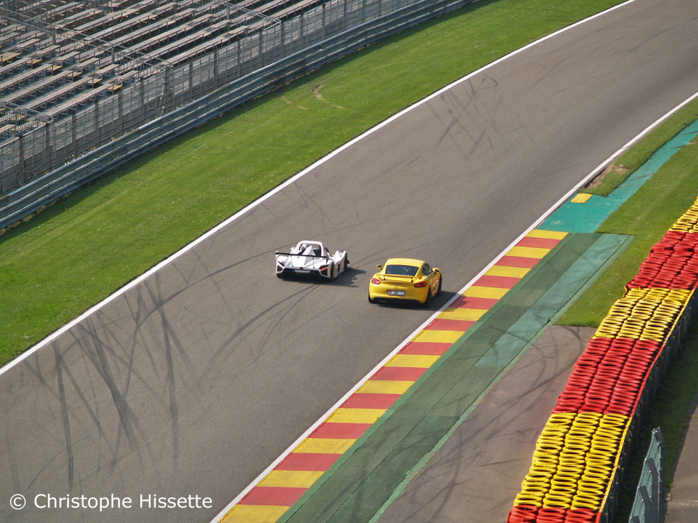 Radical SR3 RSX and Porsche at the straight line of descent before the Blanchimont corner