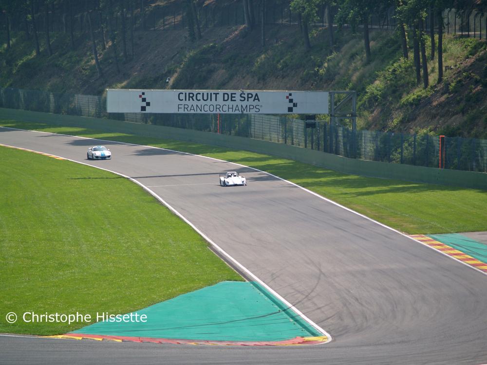 Radical SR3 RSX and Porsche at the straight line of descent before La Chicane corner