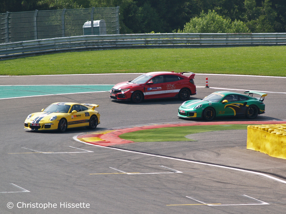 Honda Civic Type R GT et Porsche au virage La Chicane