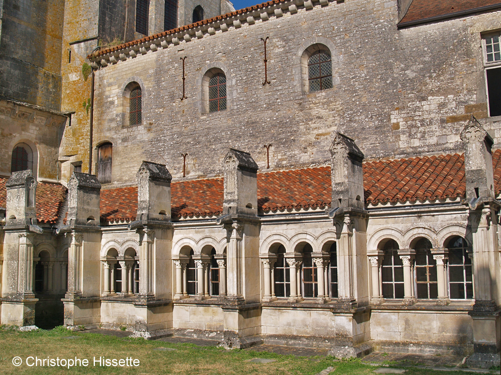 Cloître de la Basilique Sainte-Marie-Madeleine de Vézelay  (Patrimoine Mondial de l'Unesco - Chemins de Compostelle), Vézelay, France