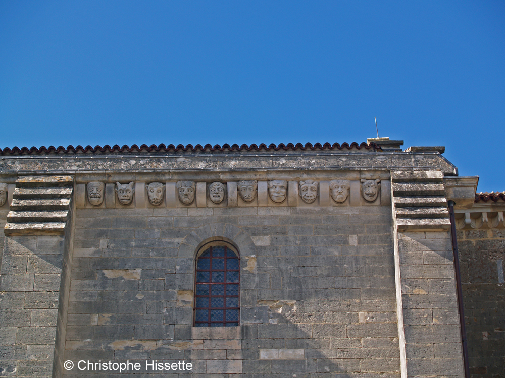 Corniche et modillons de la Basilique Sainte-Marie-Madeleine de Vézelay  (Patrimoine Mondial de l'Unesco - Chemins de Compostelle), Vézelay, France