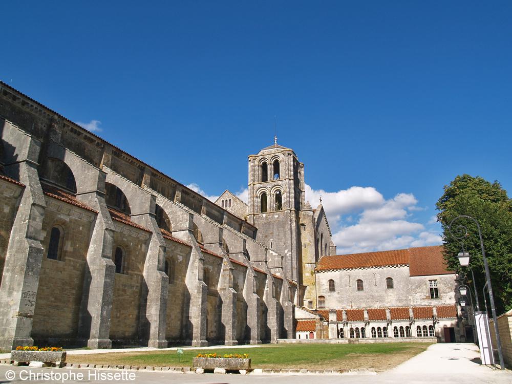 Flanc sud de la Basilique Sainte-Marie-Madeleine de Vézelay  (Patrimoine Mondial de l'Unesco - Chemins de Compostelle), Vézelay, France