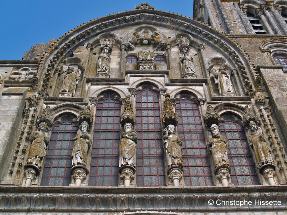 Pignon de la Basilique Sainte-Marie-Madeleine de Vézelay  (Patrimoine Mondial de l'Unesco - Chemins de Compostelle), Vézelay, France